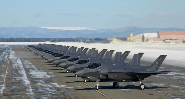 https://www.scramble.nl/images/news/2021/april/USA_USAF_Eielson_F-35As_640.jpg