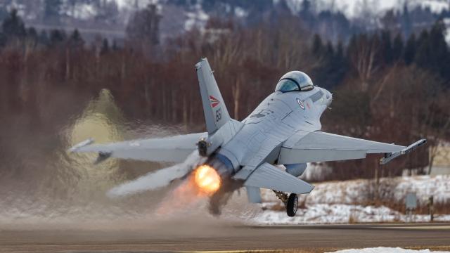 https://www.scramble.nl/images/news/2021/march/Norway_RNoAF_F-16_Kjeller_Peder_Mathisen_640.jpg